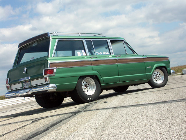 Jeep Wagoneer photo 09