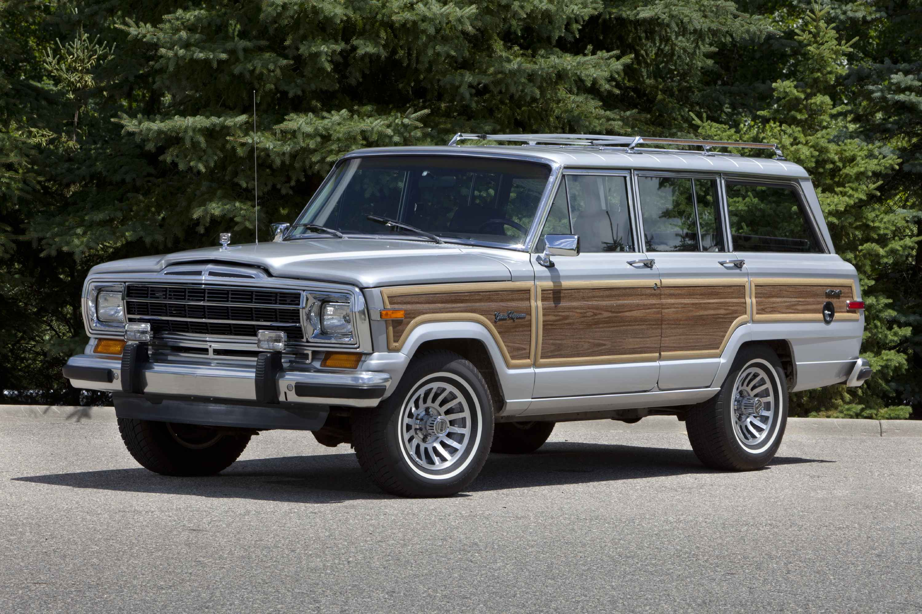 Jeep Wagoneer photo 15