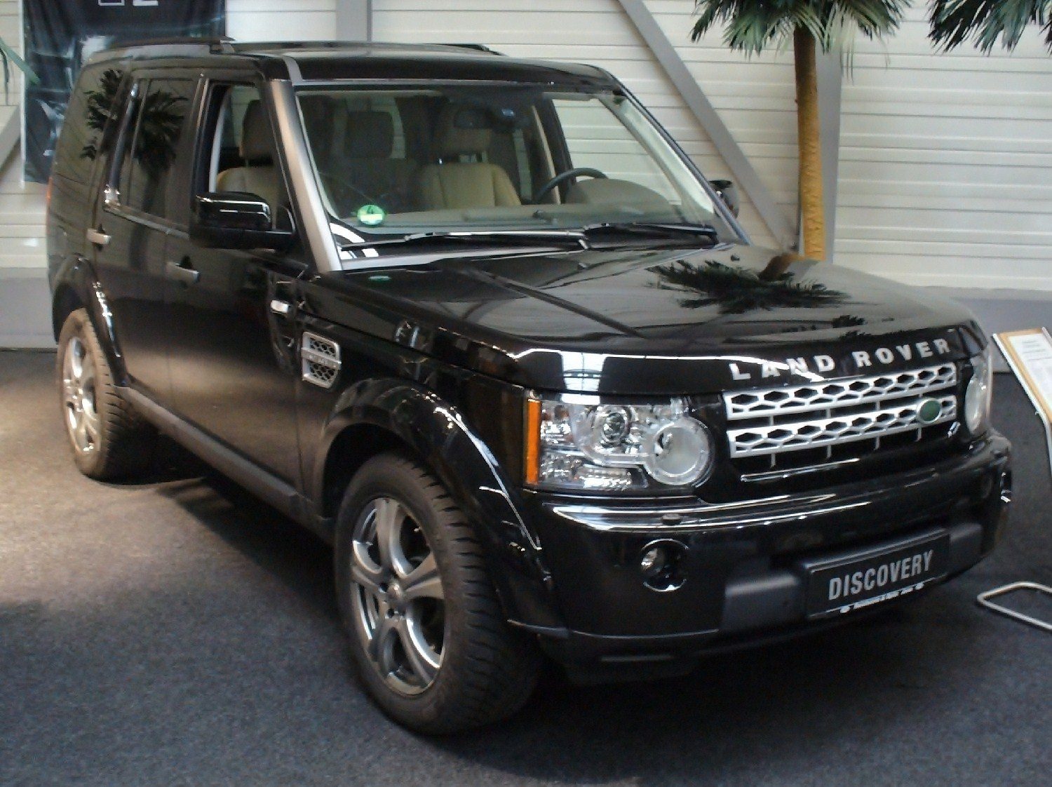 Land Rover Discovery 4 Image 5