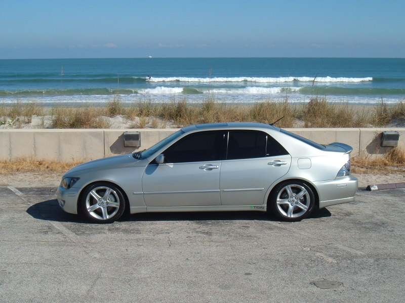 Lexus IS 300 photo 01