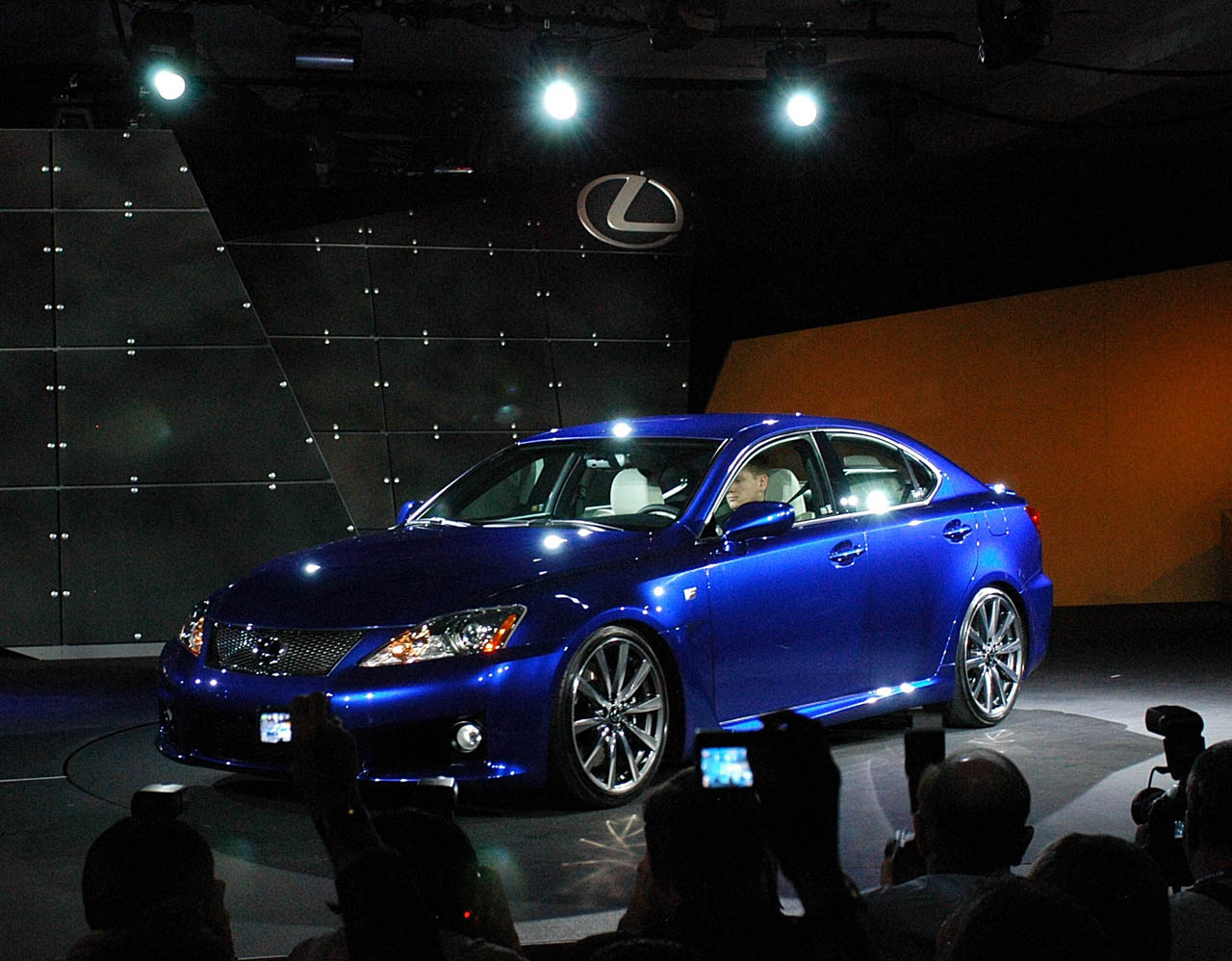 Lexus IS-F photo 08