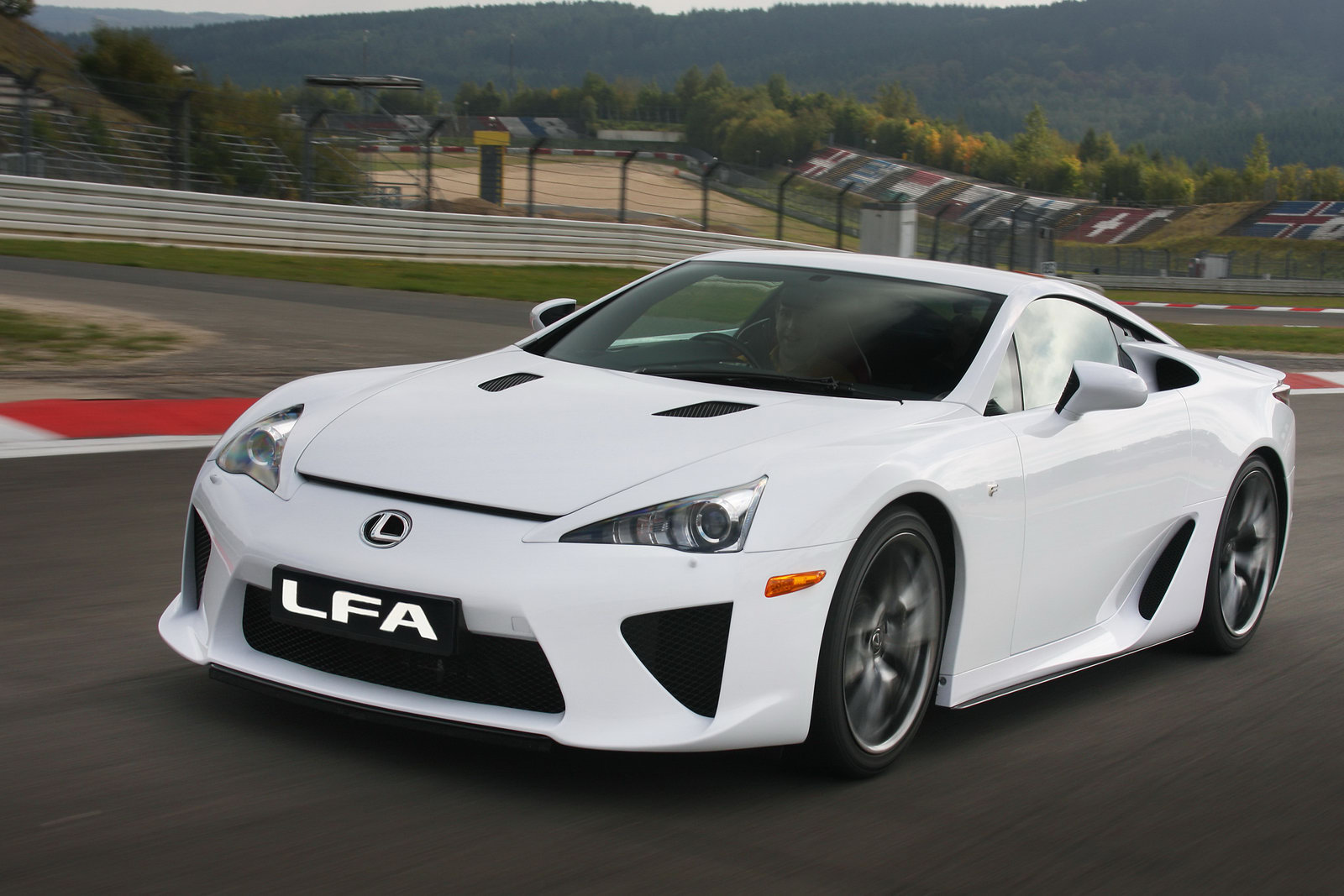 Lexus LFA photo 11