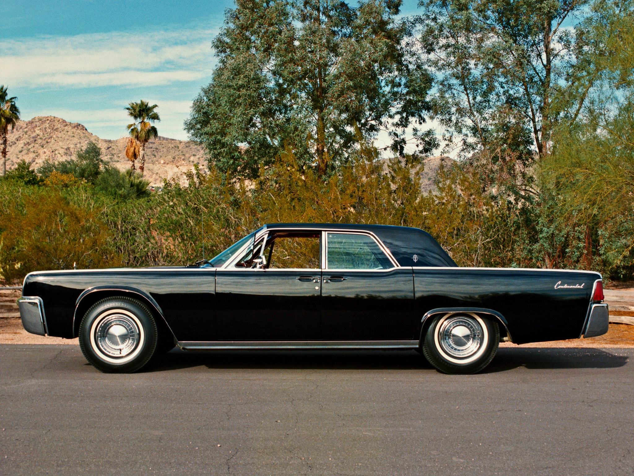 Lincoln Continental Image 14