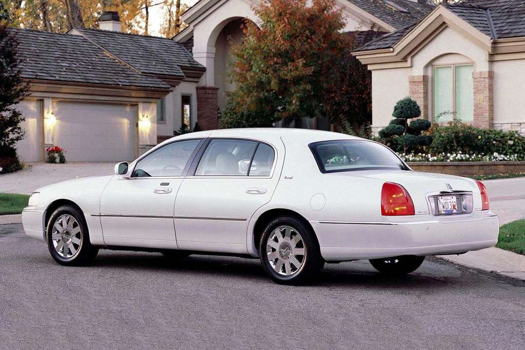 Lincoln Town Car Image 4