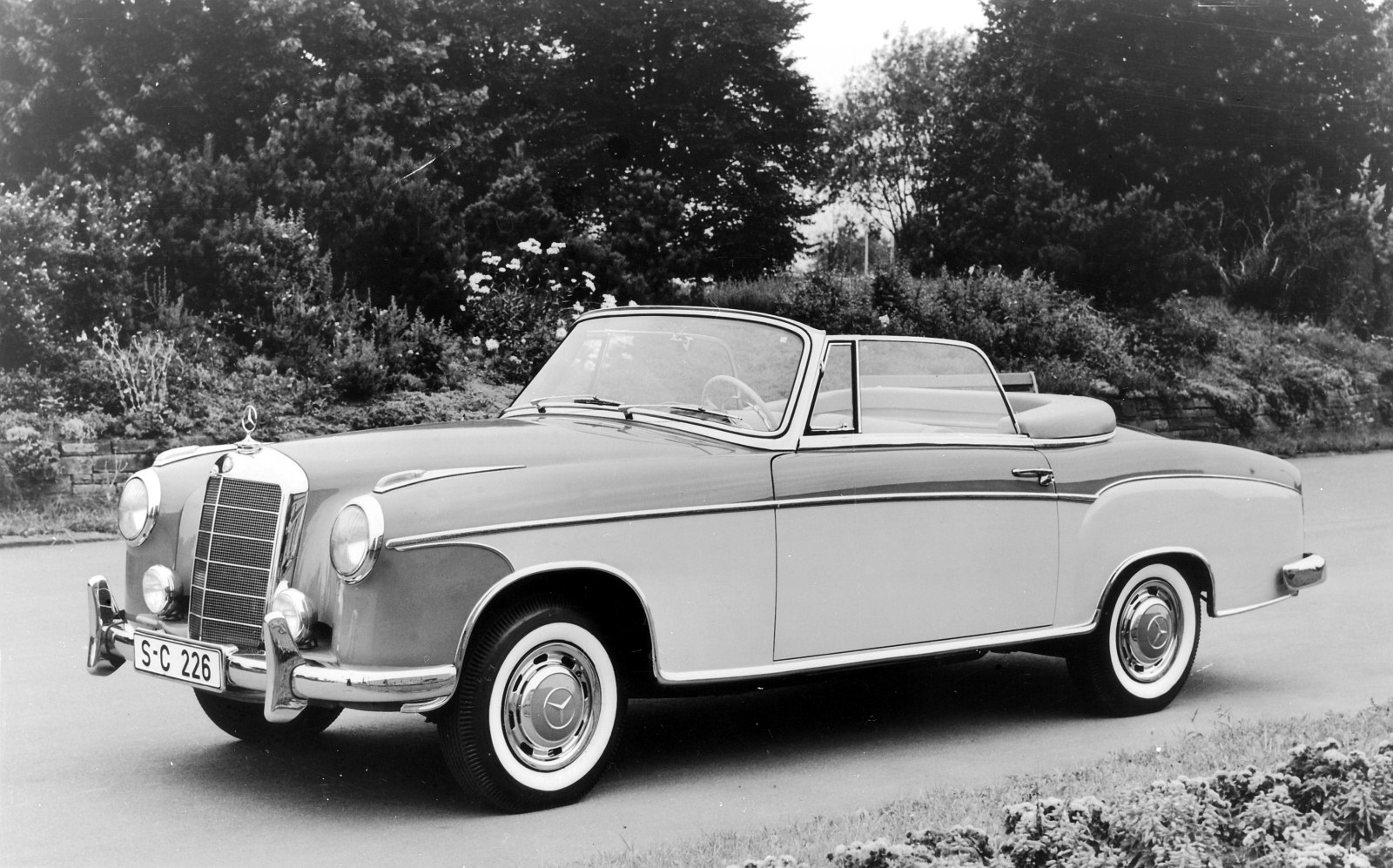 Mercedes benz 220 technical details history photos on for Mercedes benz facts