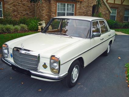 Mercedes-Benz 240 photo 10