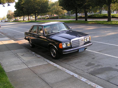 Mercedes-Benz 240 photo 11