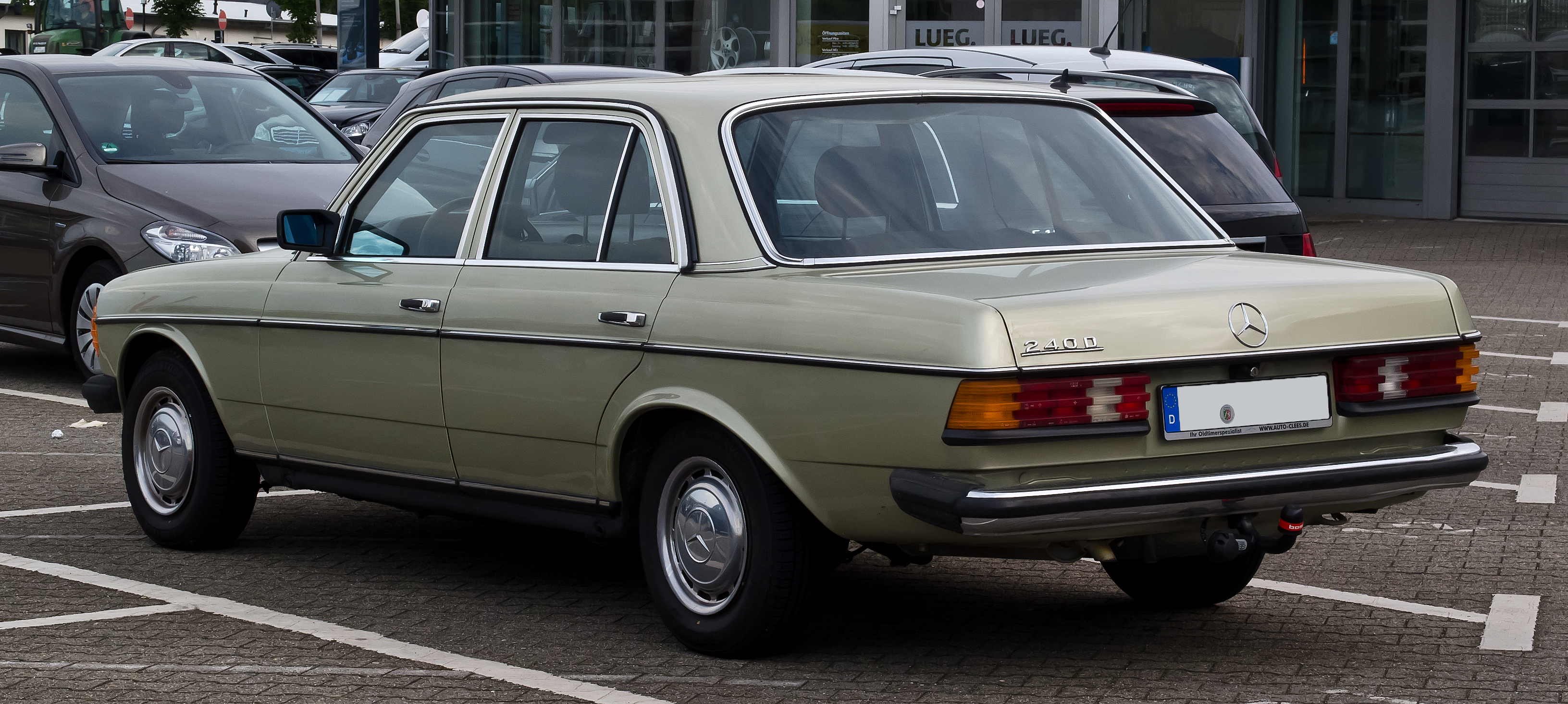 Mercedes-Benz 240 photo 16