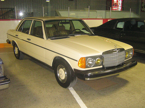 Mercedes-Benz 240 D 3.0 photo 05