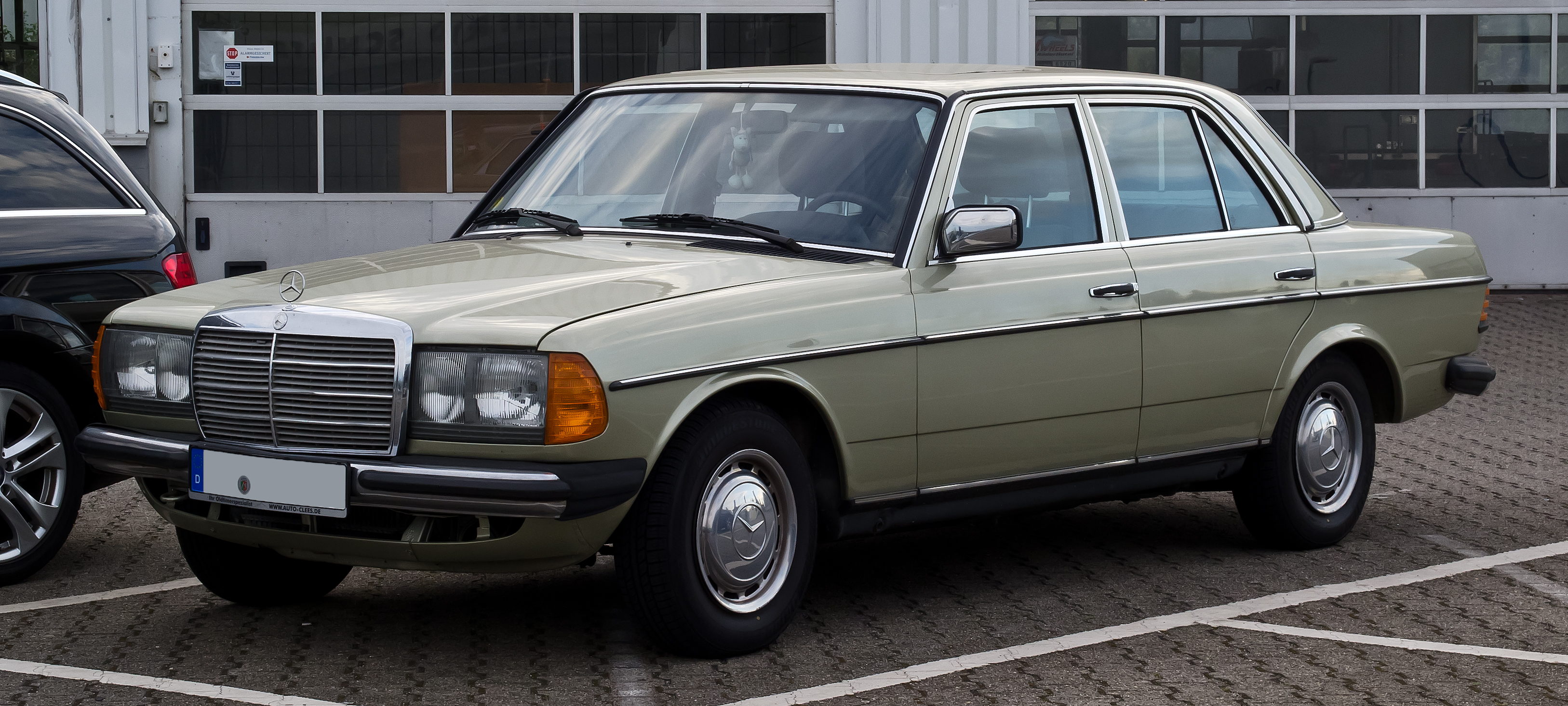 Mercedes-Benz 240 D 3.0 photo 08