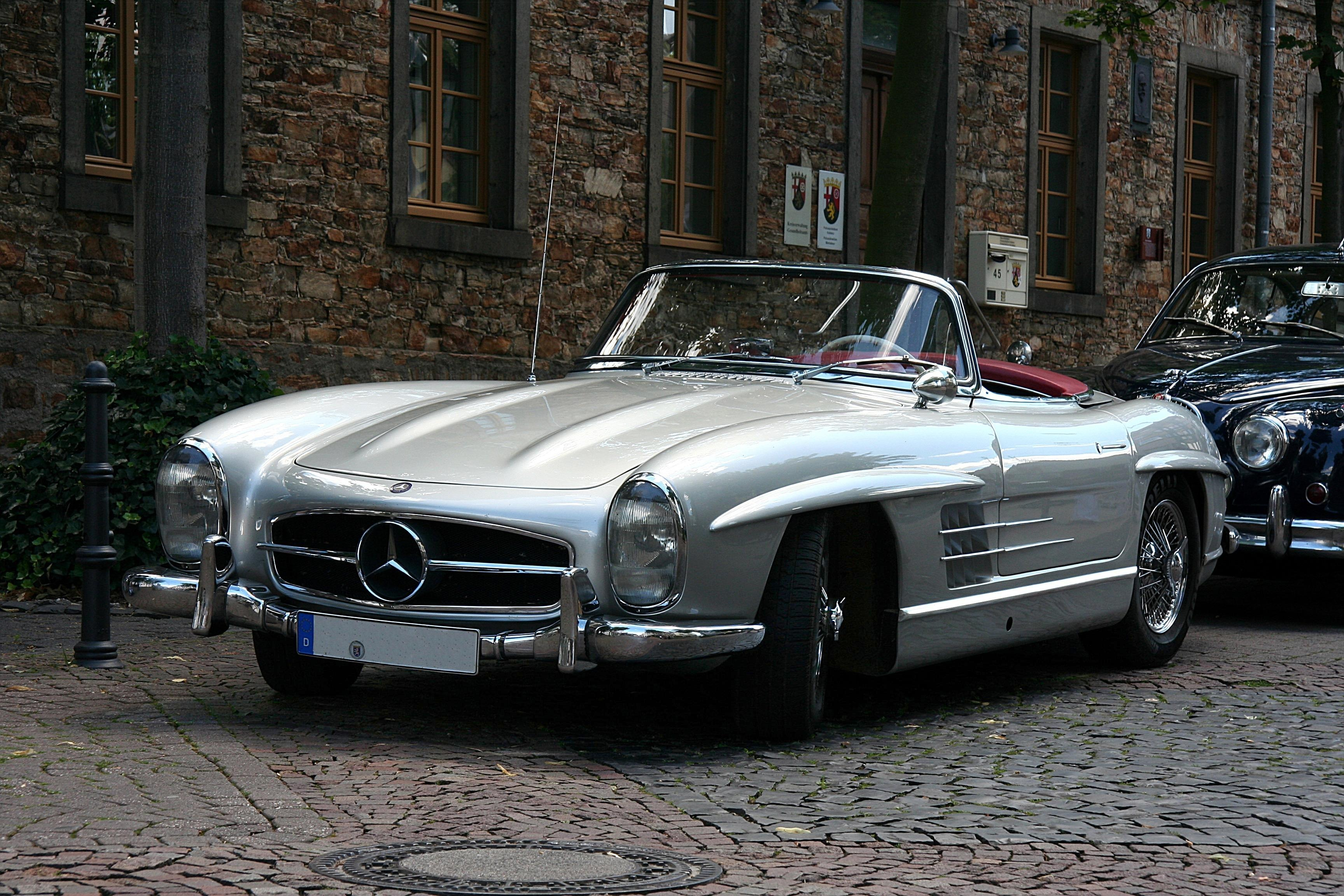 Mercedes benz 300 sl roadster technical details history for Mercedes benz facts