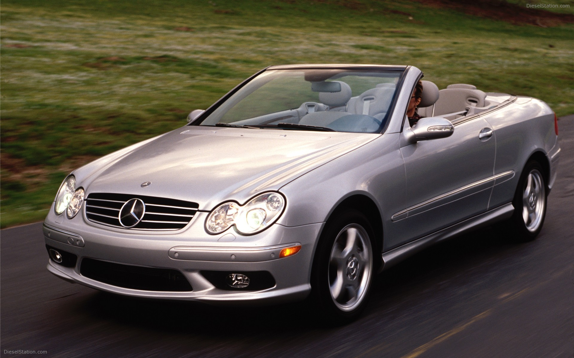 Mercedes benz clk 350 technical details history photos for Mercedes benz clk 500