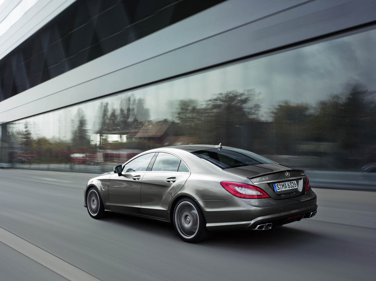 Mercedes-Benz CLS 63 AMG Performance Package photo 02