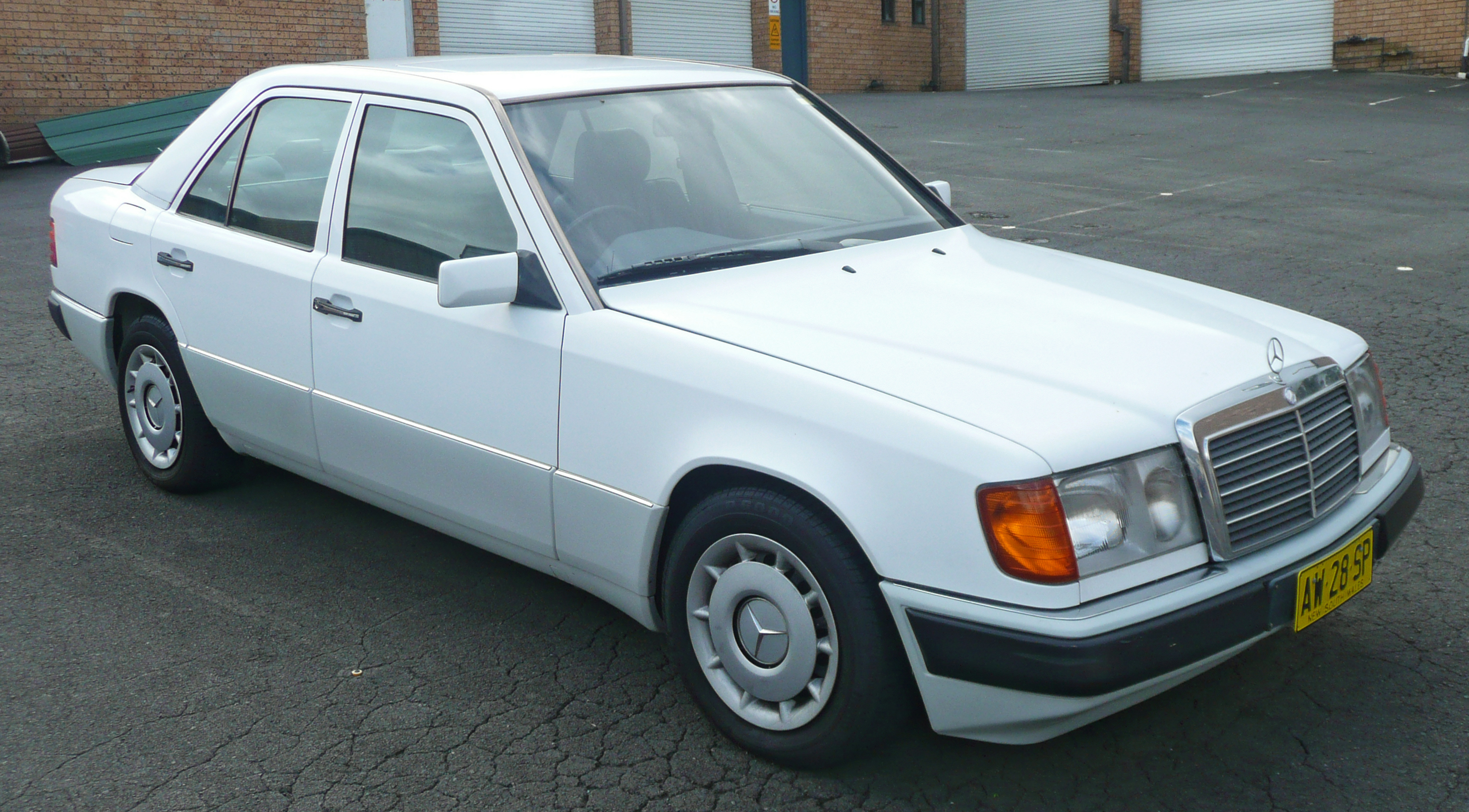 Mercedes benz e 230 technical details history photos on for Mercedes benz brooklyn parts