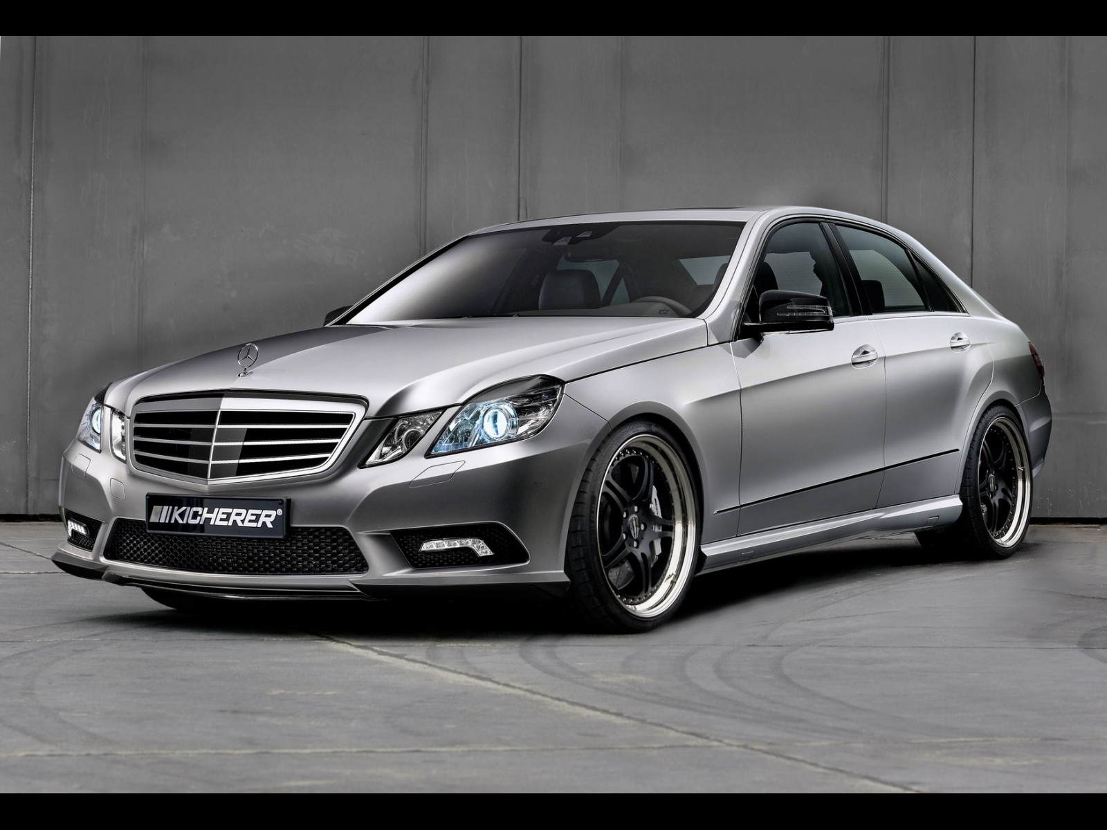 Mercedes-Benz E-Class photo 06