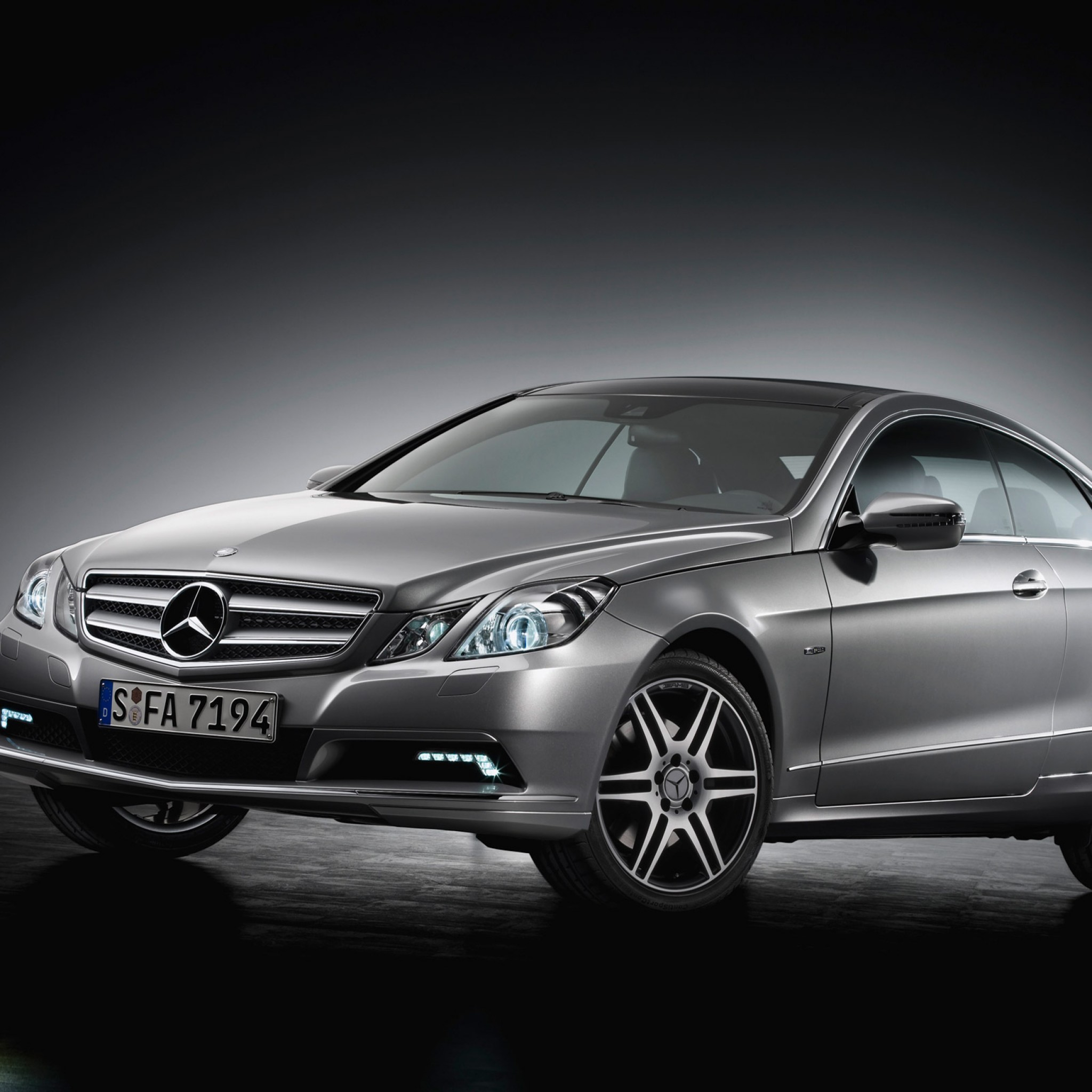 Mercedes-Benz E-Class photo 14