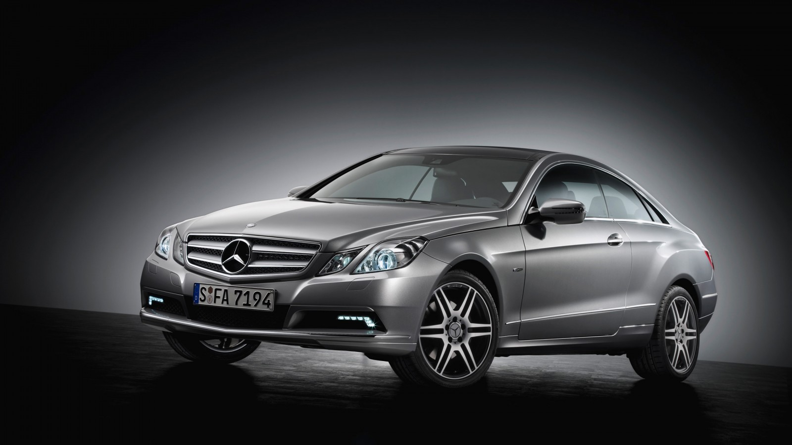 Mercedes-Benz E-Class photo 16