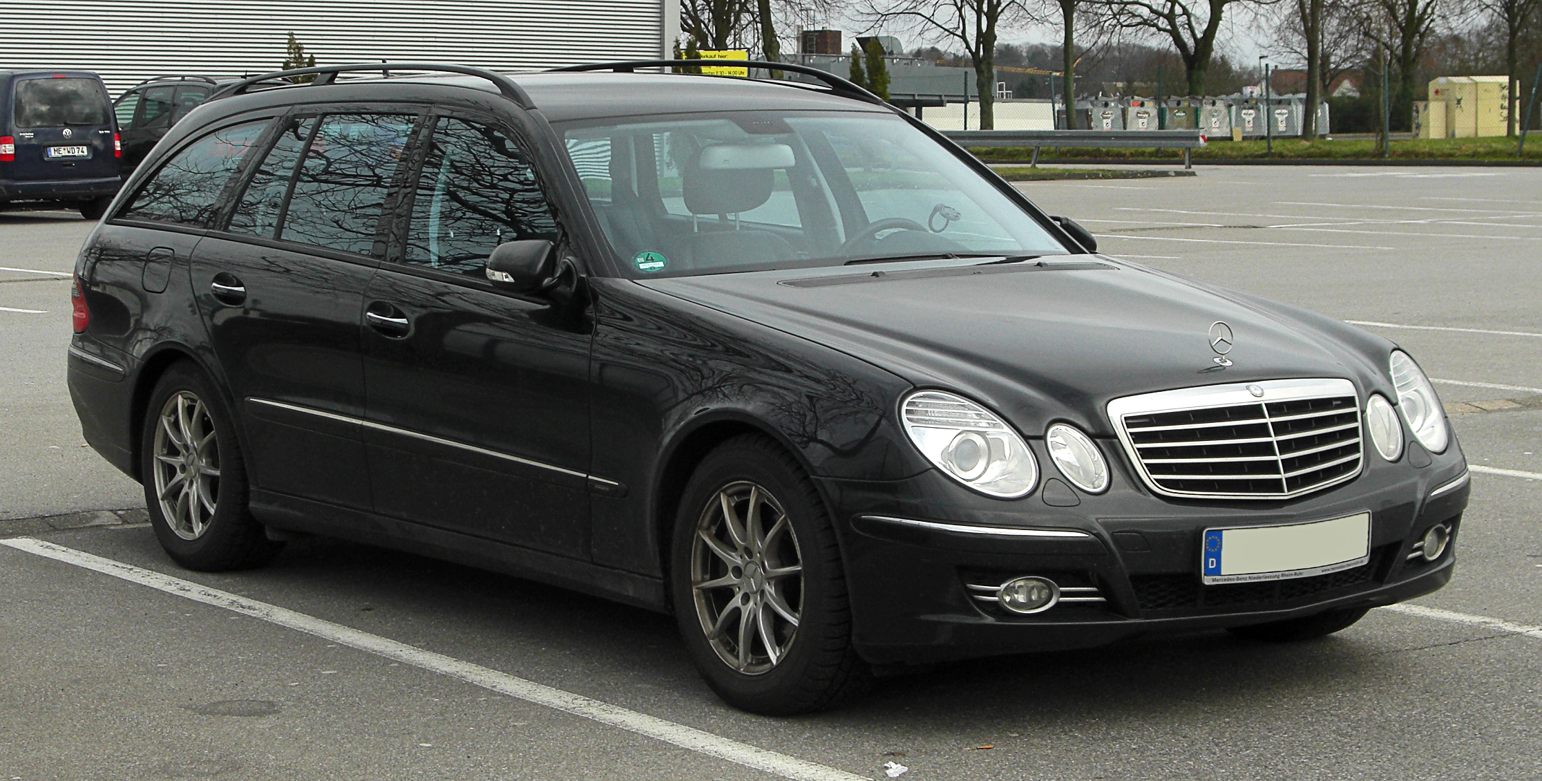 Mercedes-Benz E-Class photo 19