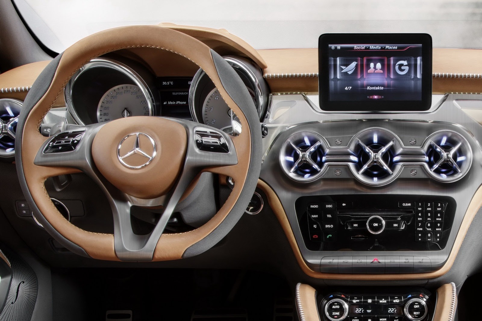 Mercedes-Benz GLA photo 10