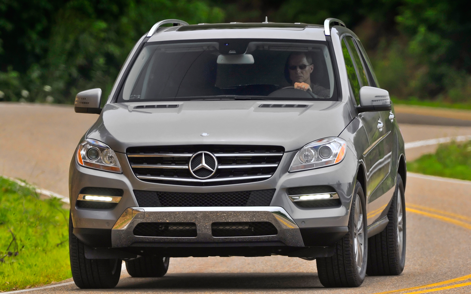 Mercedes benz ml 350 technical details history photos on for Mercedes benz ml350 accessories