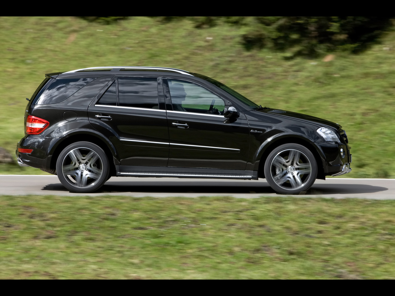 Mercedes benz ml 63 amg technical details history photos for Mercedes benz upgrades