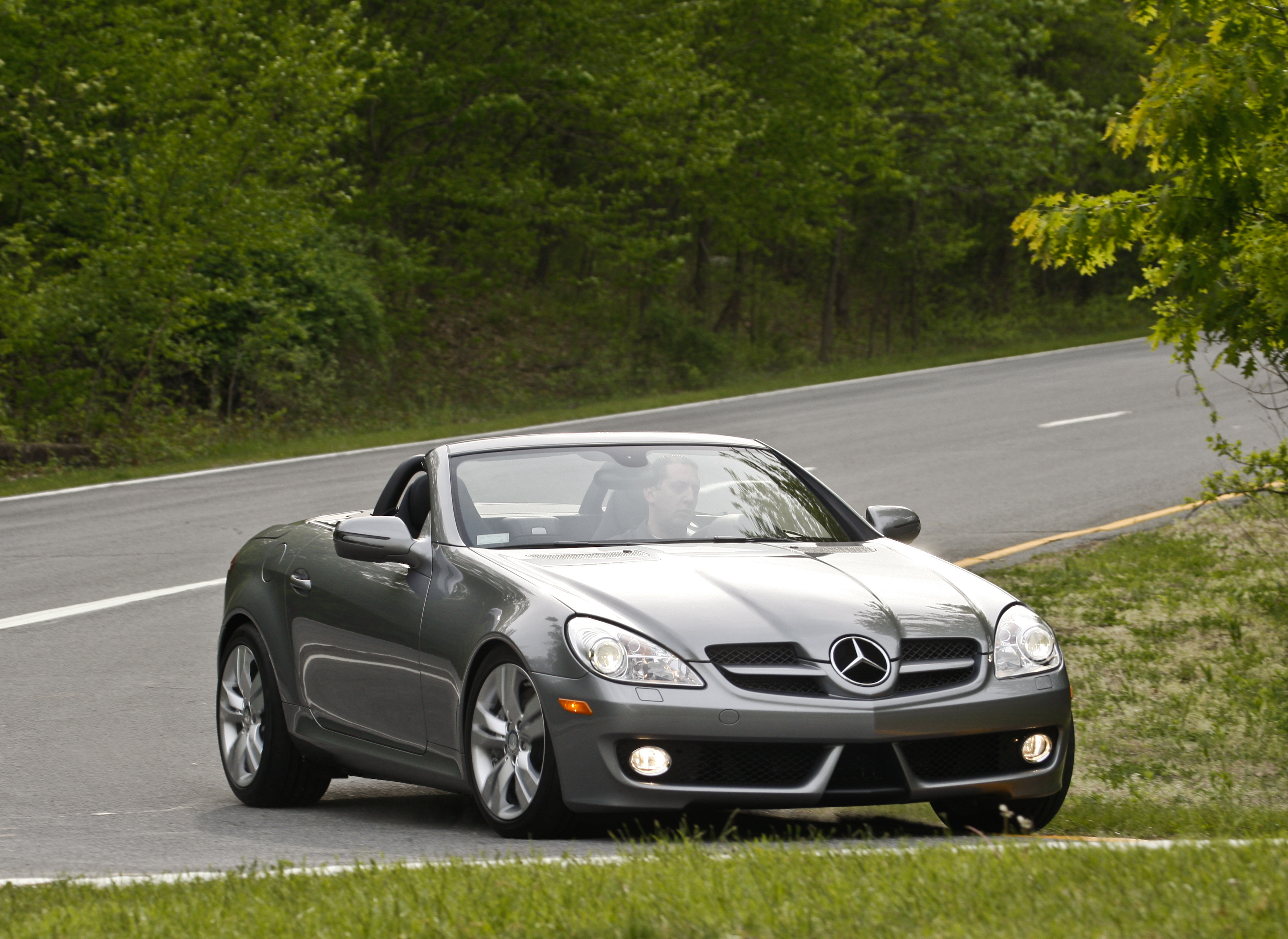 Mercedes benz slk 350 technical details history photos for Mercedes benz slk accessories