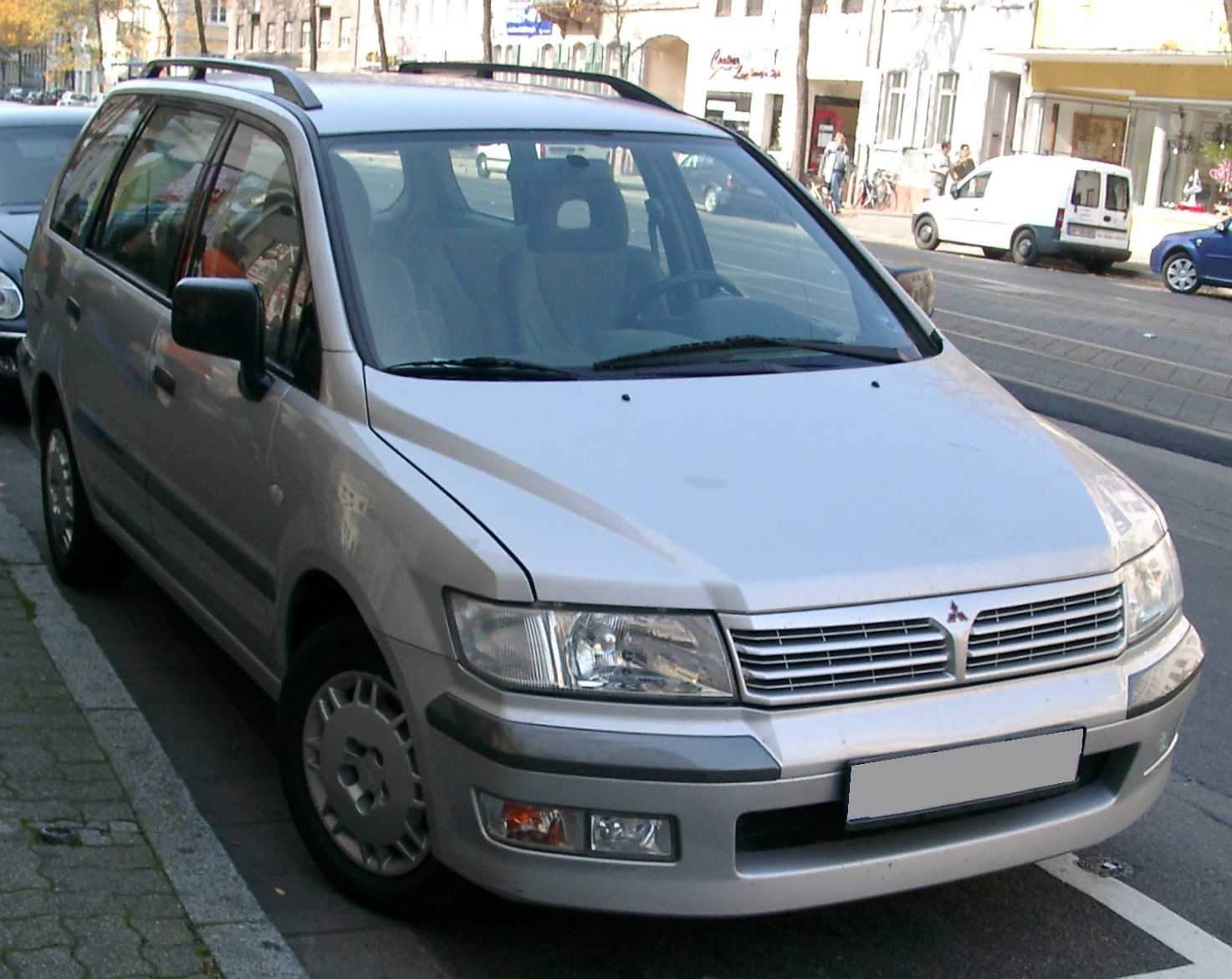 Mitsubishi Space Wagon photo 02