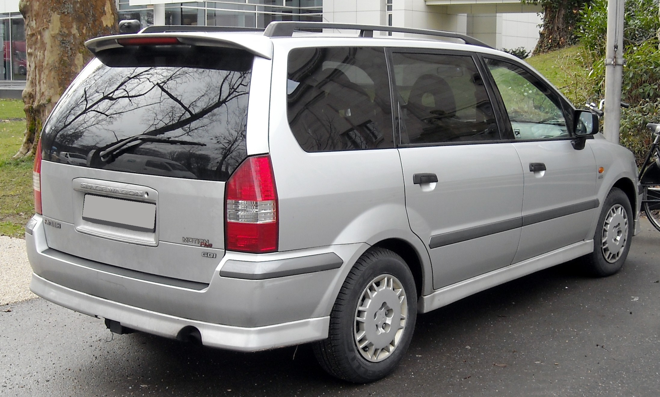 Mitsubishi Space Wagon photo 09
