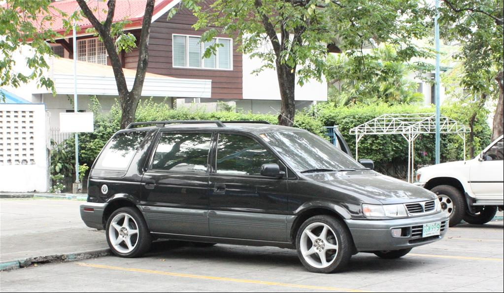 Mitsubishi Space Wagon photo 12