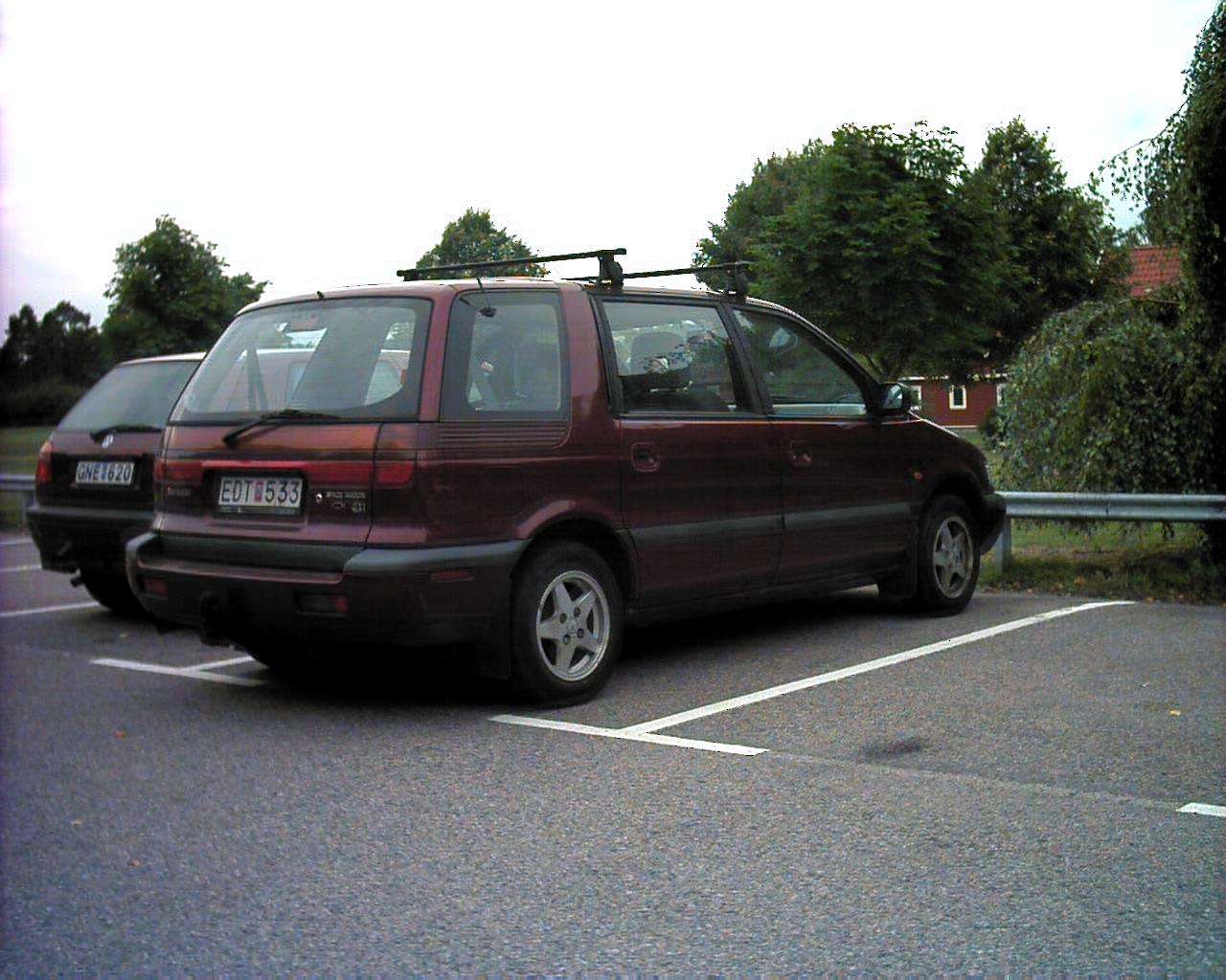 Mitsubishi Space Wagon photo 13