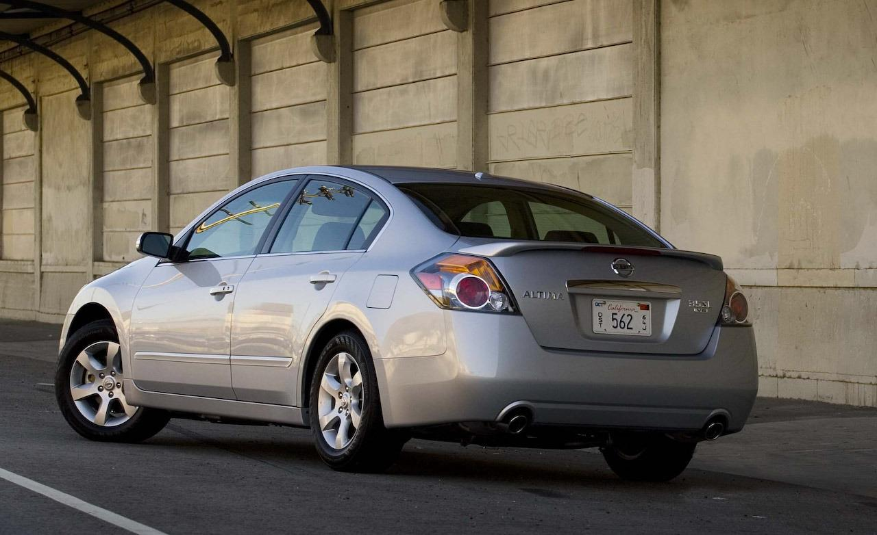 NISSAN Altima photo 09