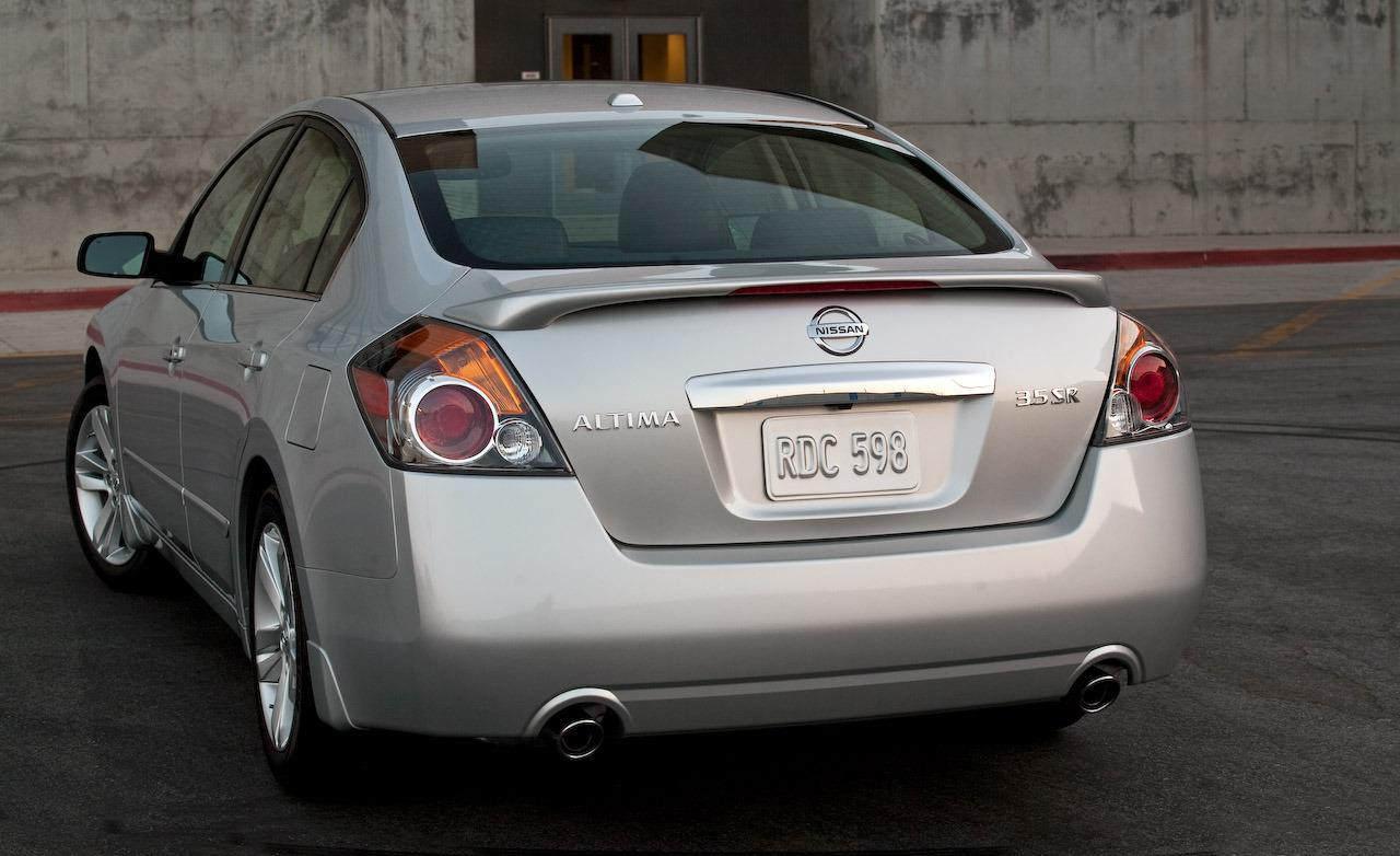 NISSAN Altima photo 16