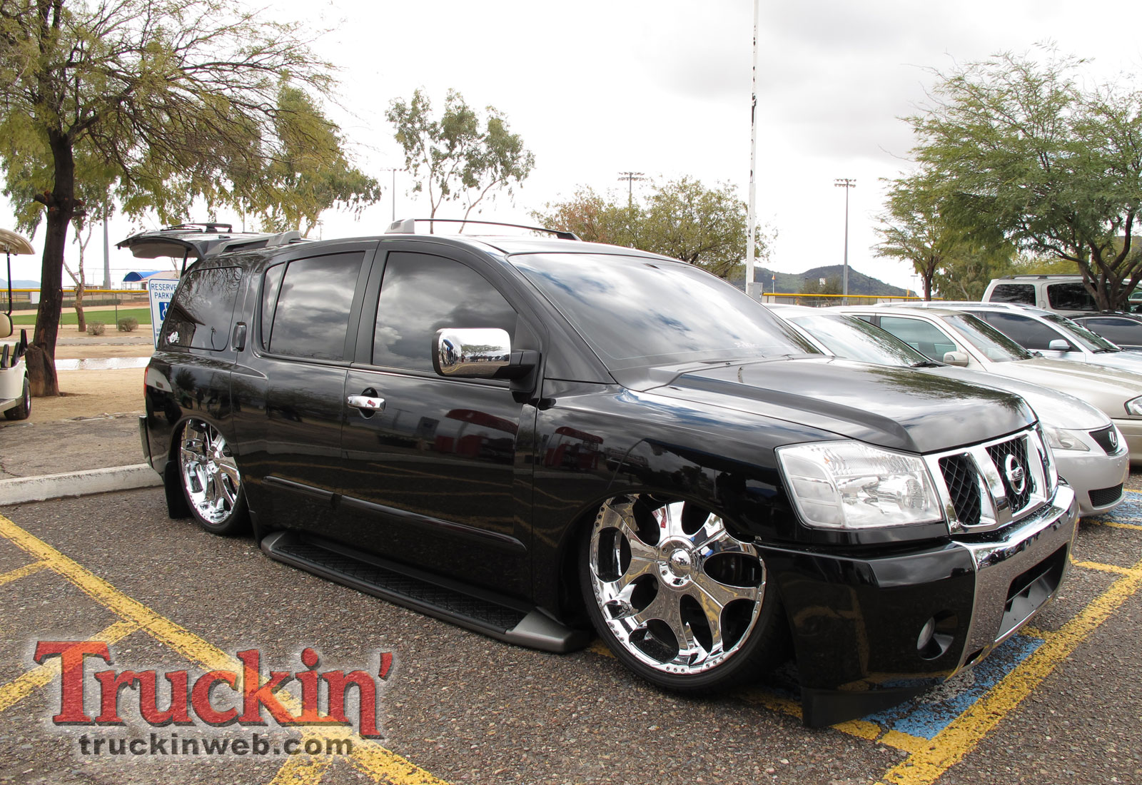 NISSAN Armada photo 07