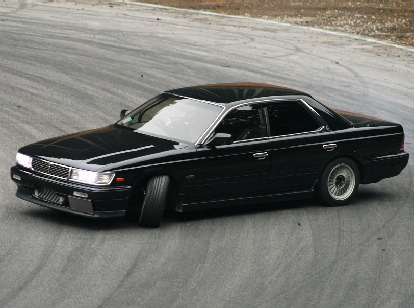 NISSAN Laurel photo 02