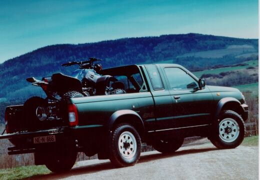 NISSAN Pick-Up photo 08