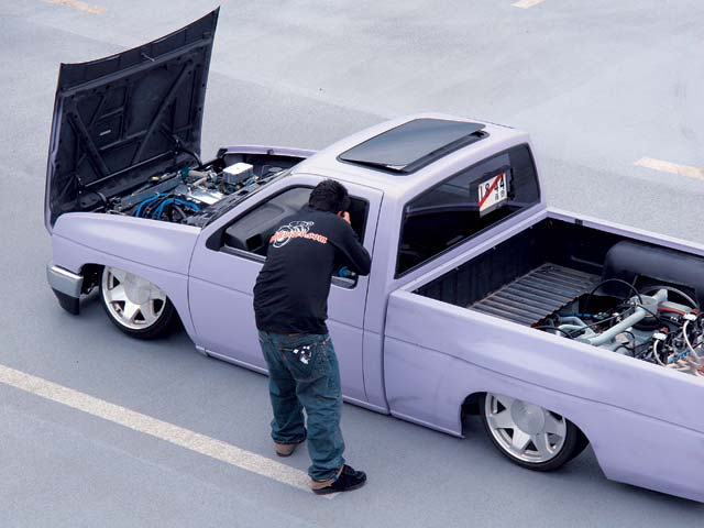 NISSAN Pick-Up photo 10