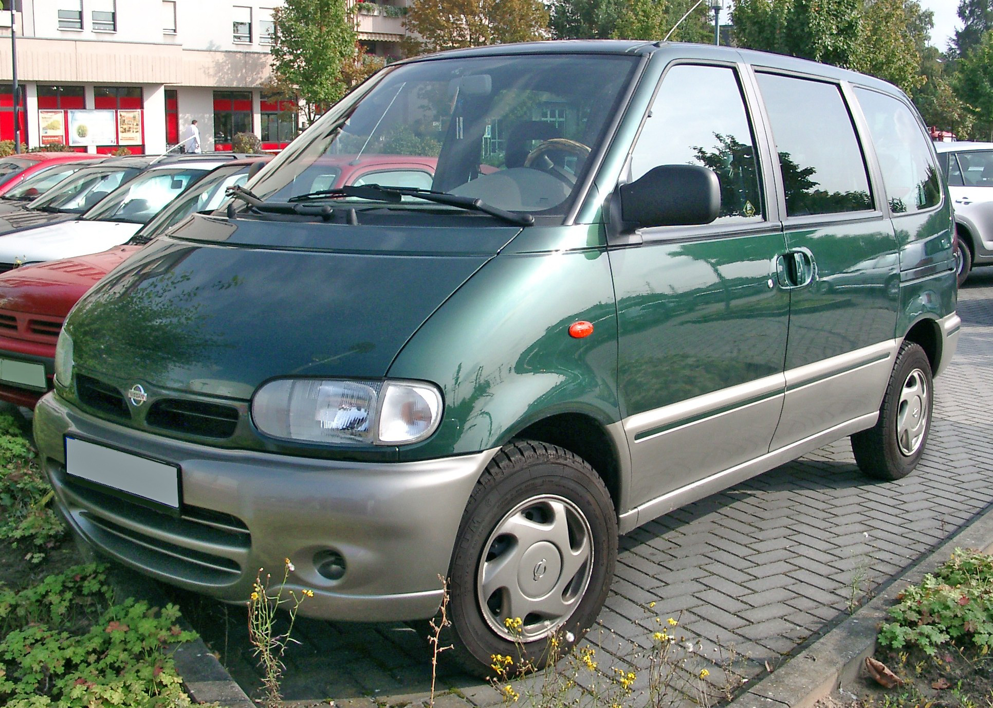 NISSAN Serena photo 03