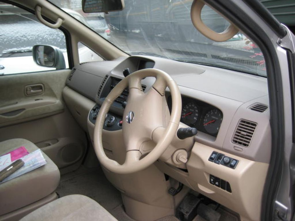 NISSAN Serena photo 04