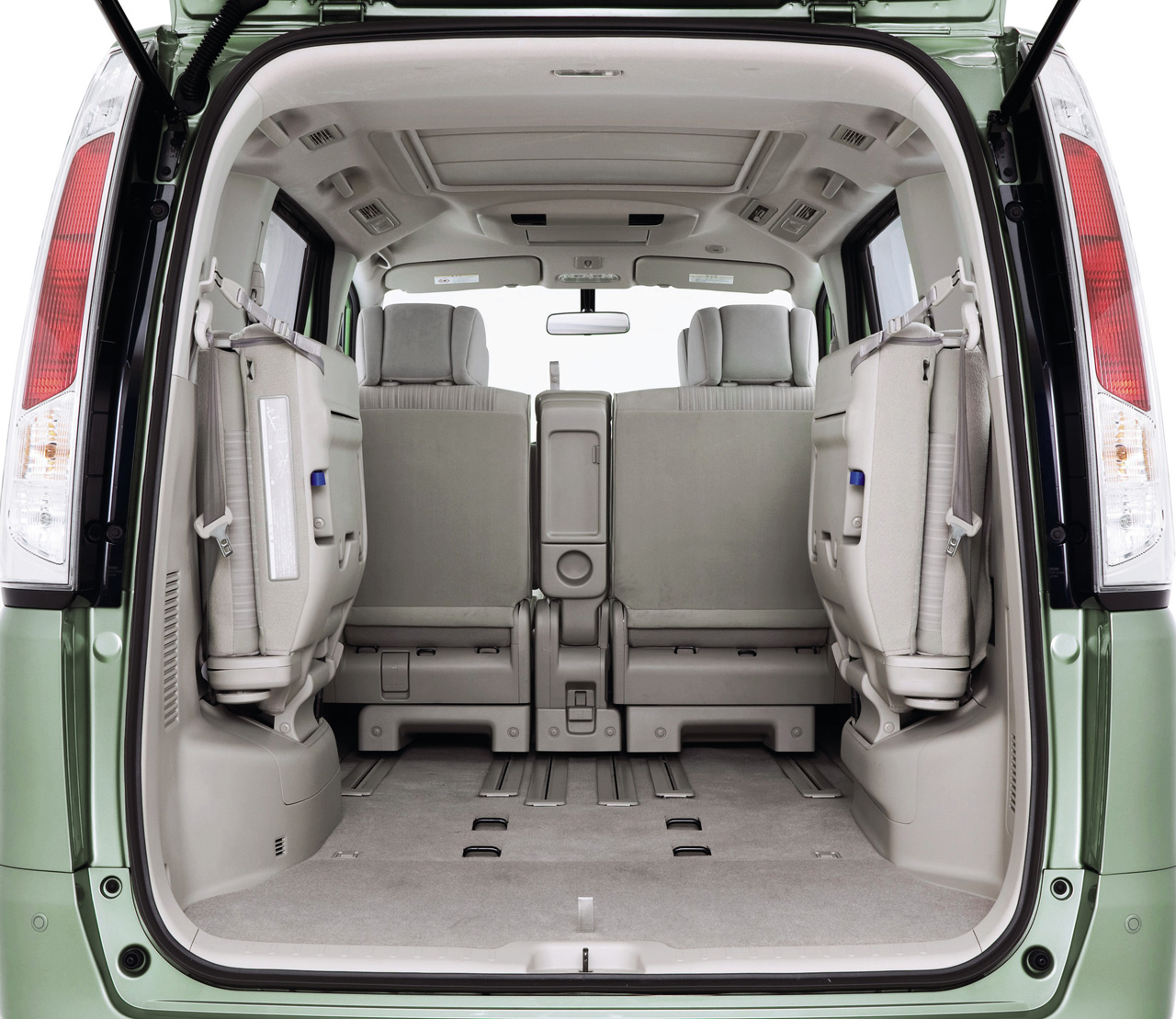 NISSAN Serena photo 08
