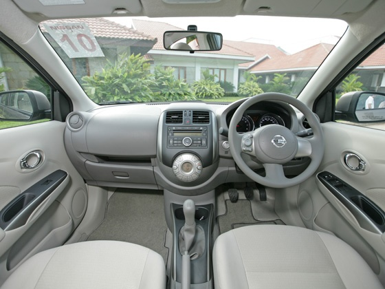 NISSAN Sunny photo 07