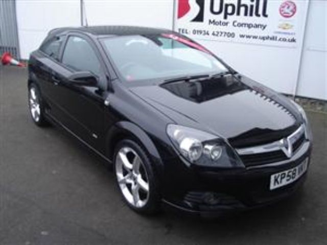 Opel Astra 1.9 CDTI photo 11
