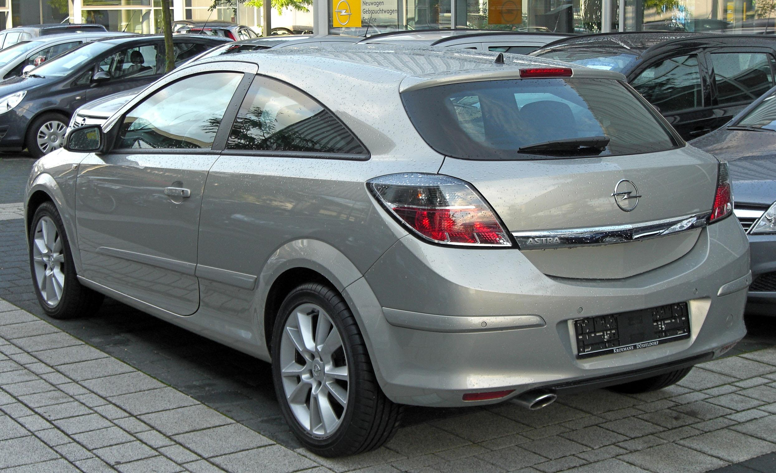 Opel Astra 1.9 CDTI photo 15