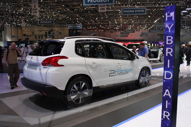 Peugeot 2008 HYbrid Air technical details history photos on