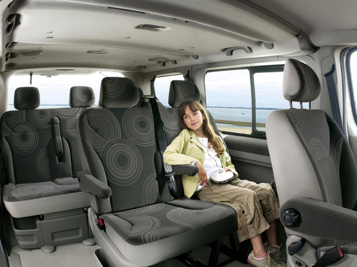 renault trafic passenger image 7. Black Bedroom Furniture Sets. Home Design Ideas