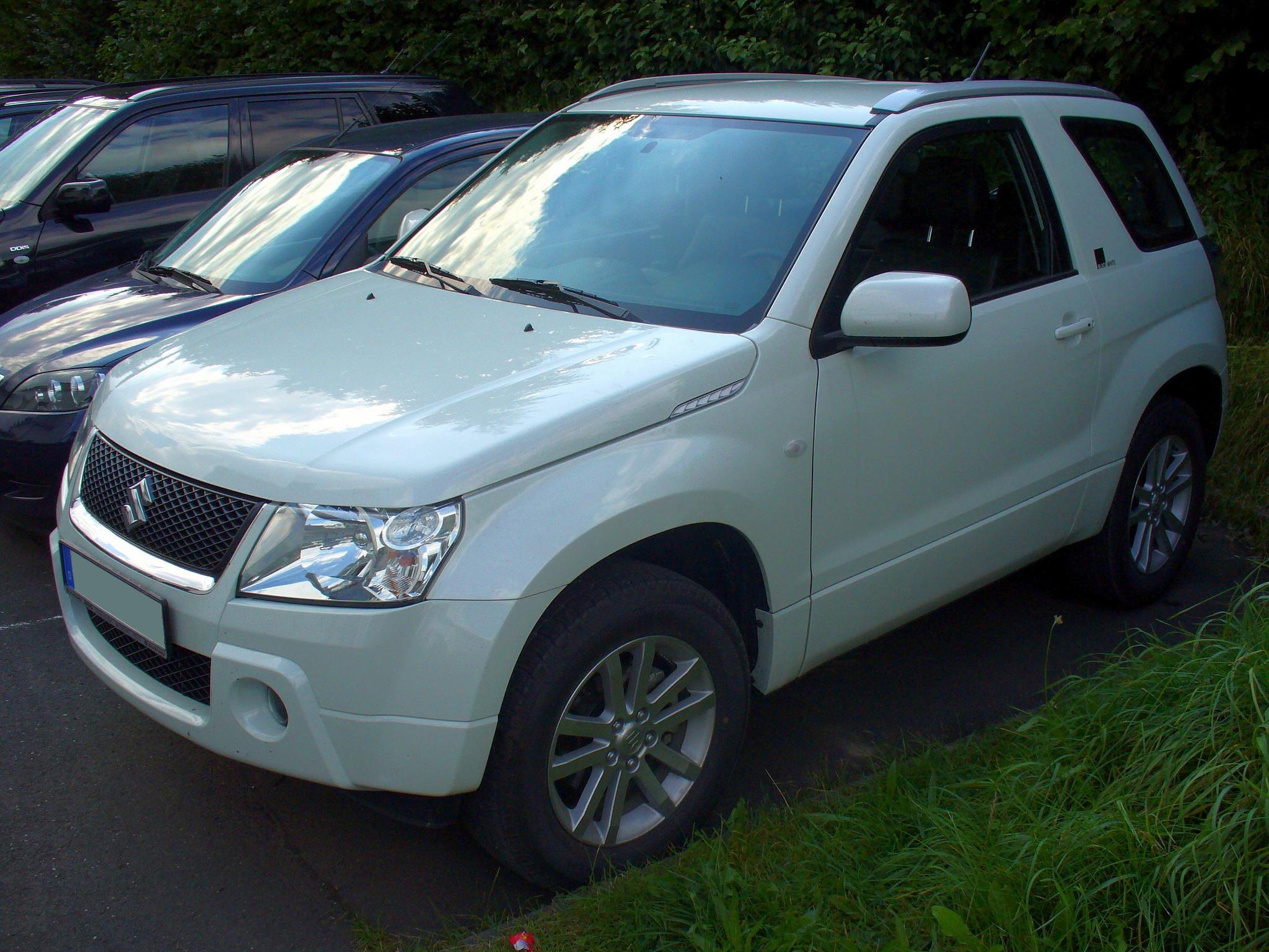 Suzuki grand vitara black white photo 03