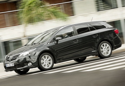 toyota avensis 2.2 d-cat kombi technical details, history, photos