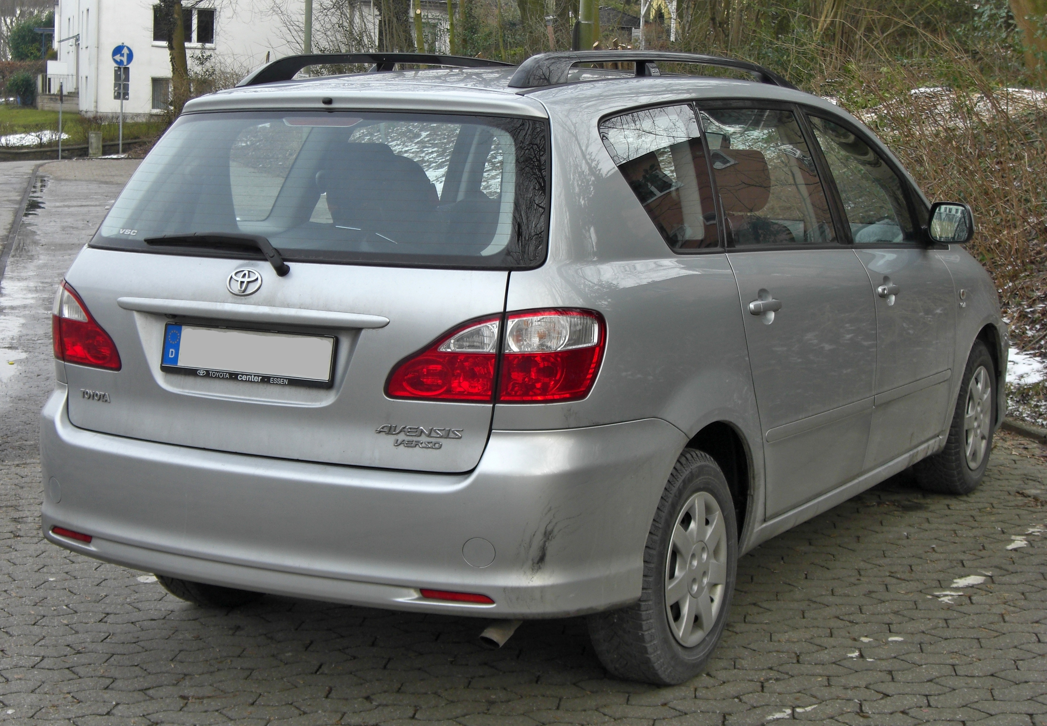Toyota Avensis Verso photo 02