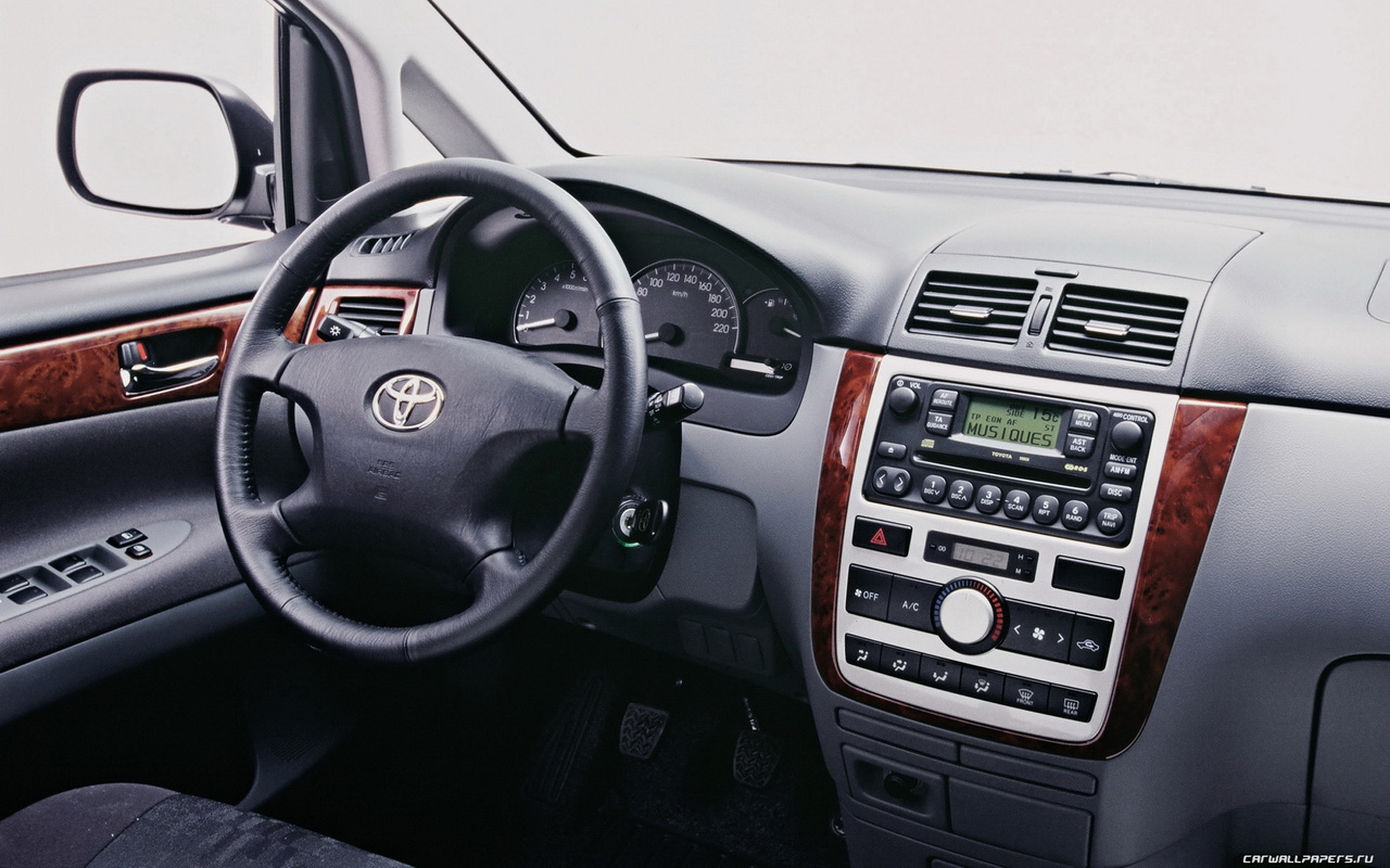 Toyota Avensis Verso photo 04
