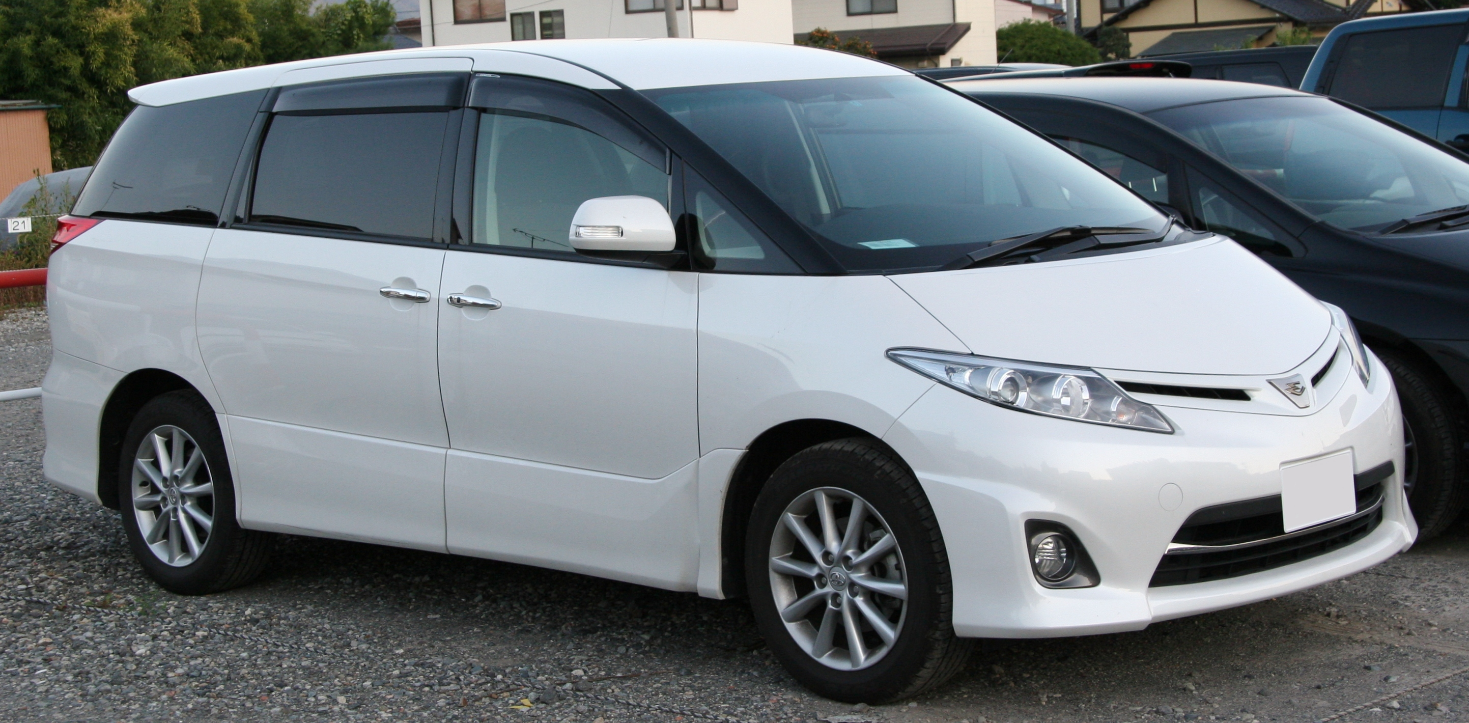 Toyota estima photo 11