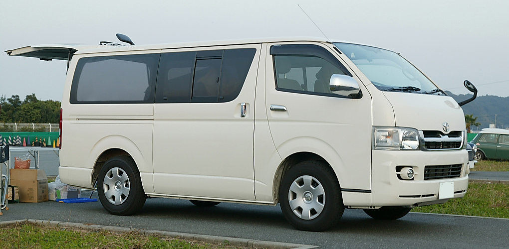 Toyota Hiace GL photo 02